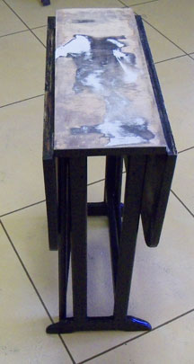 gate-leg table closed